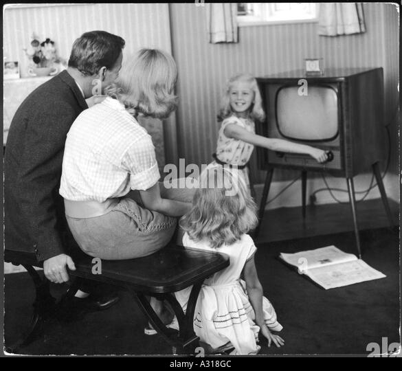 Family Watching Tv 1950s Stock Photos Amp Family Watching Tv