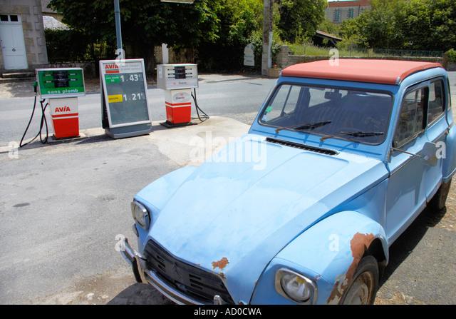 petrol station france stock photos petrol station france stock images alamy. Black Bedroom Furniture Sets. Home Design Ideas