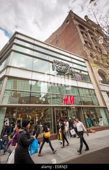 A Newly Opened Nordstrom Rack And T J Ma Join The H M Department In Downtown
