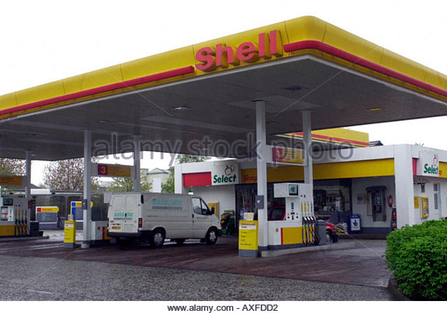 shell petrol station stock photos shell petrol station stock images alamy. Black Bedroom Furniture Sets. Home Design Ideas