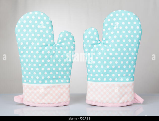 Oven Mittens Stock Photos & Oven Mittens Stock Images - Alamy