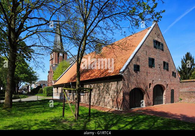 Ehemalige Bauernhofanlage Neyenhof Mit Pfarrkirche St Lambertus In Nettetal Leuth Niederrhein Nordrhein