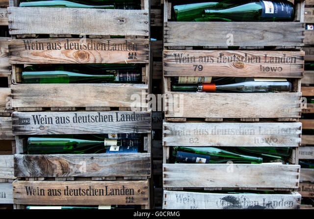Altglas stock photos altglas stock images alamy for Empty wine crates