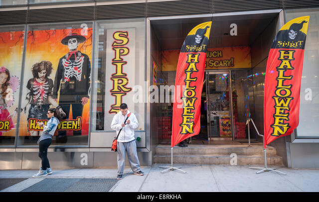 a spirit halloween pop up store in midtown in new york stock image - Ny Halloween Store