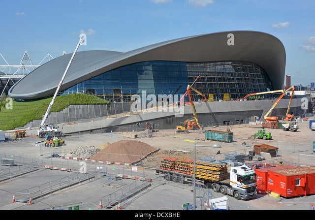 Crane building new swimming pool stock photos crane - Queen elizabeth olympic park swimming pool ...