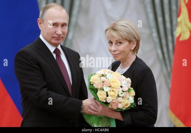 http://l7.alamy.com/zooms/4571e1fdf5dc490e905f6c7f787e9dfc/moscow-russia-8th-dec-2016-russias-president-vladimir-putin-l-and-hc4ab6.jpg