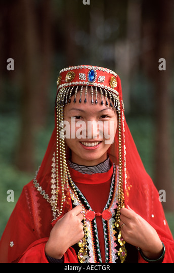 ulaangom women Mongolia population 2018  mongolia is the 19th largest country by area at 1566 million square kilometers,  ulaangom: 28,085: hovd: 27,924: murun-kuren.