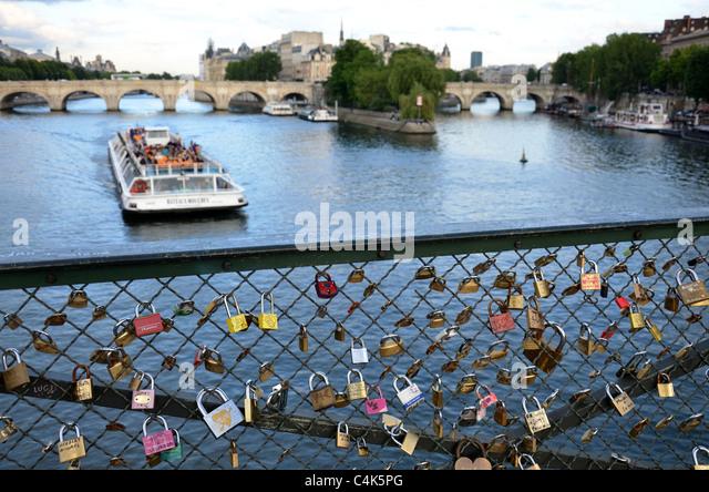 Bateaux french stock photos bateaux french stock images alamy - Vernis pont de bateau ...