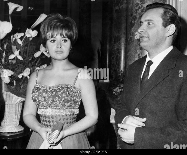 Matrimonio Romano Mussolini E Maria Scicolone : Scicolone stock photos images alamy