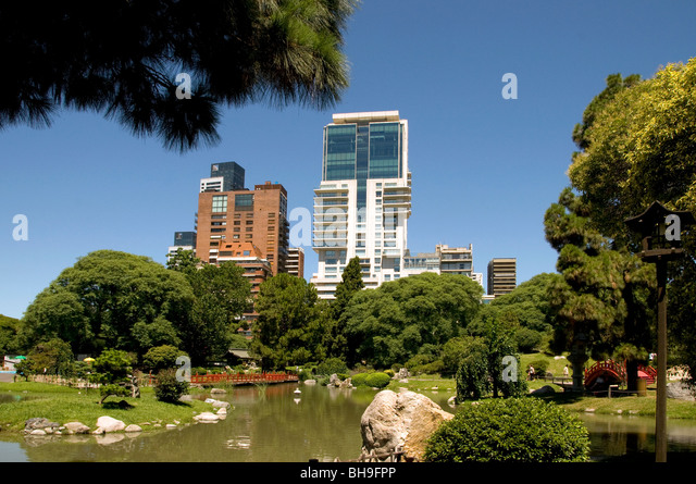 Garden and city sky line stock photos garden and city for Jardin zoologico buenos aires