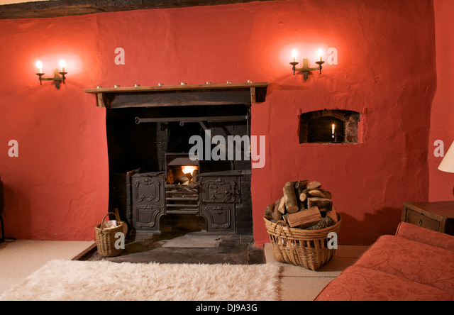 Old fashioned range in fireplace of holiday cottage, Wales, UK - Stock Image - Old Fireplace Stock Photos & Old Fireplace Stock Images - Alamy
