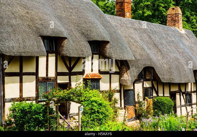 elizabethan cottage stock photos  u0026 elizabethan cottage