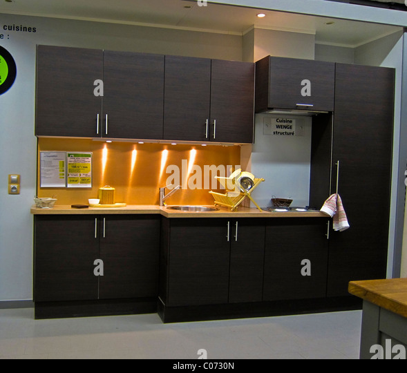 good paris france modern kitchen design shops inside displays uleroy merlin with cuisine spring. Black Bedroom Furniture Sets. Home Design Ideas