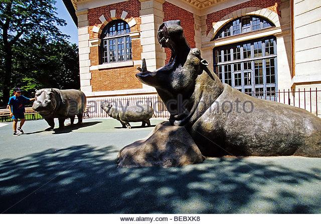 France paris jardin de bagatelle stock photos france for Bagatelle jardin paris
