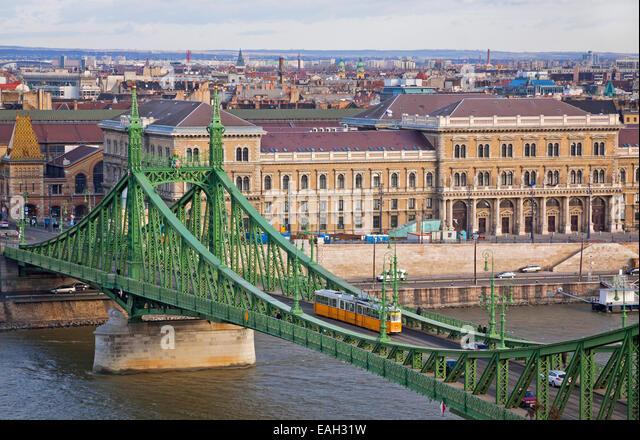 view-to-liberty-bridge-szabadsag-hid-ove