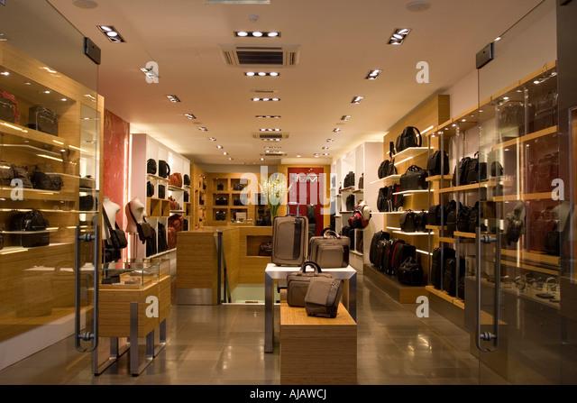 Luggage Shop Stock Photos & Luggage Shop Stock Images - Alamy
