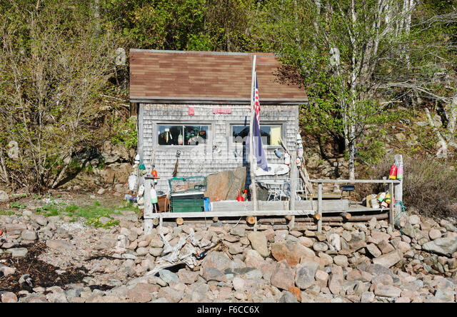 Maine cabin stock photos maine cabin stock images alamy for Otter fish houses