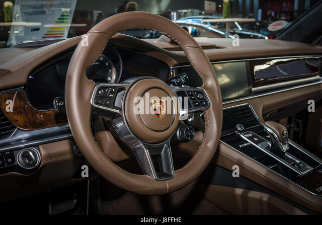 luxury car steering wheel stock photos luxury car steering wheel stock images alamy. Black Bedroom Furniture Sets. Home Design Ideas