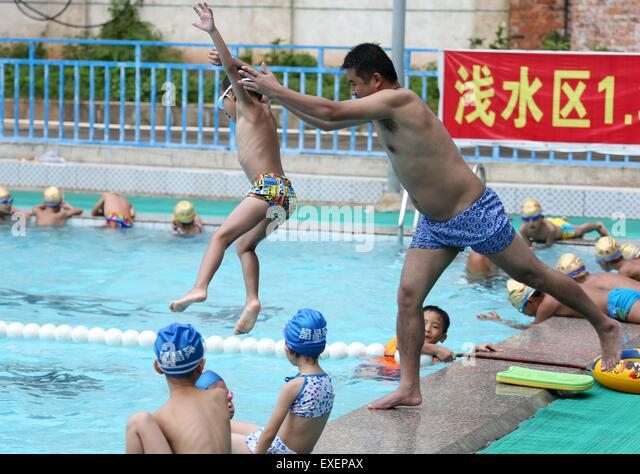 Highest jump stock photos highest jump stock images alamy - Tallest swimming pool in the world ...