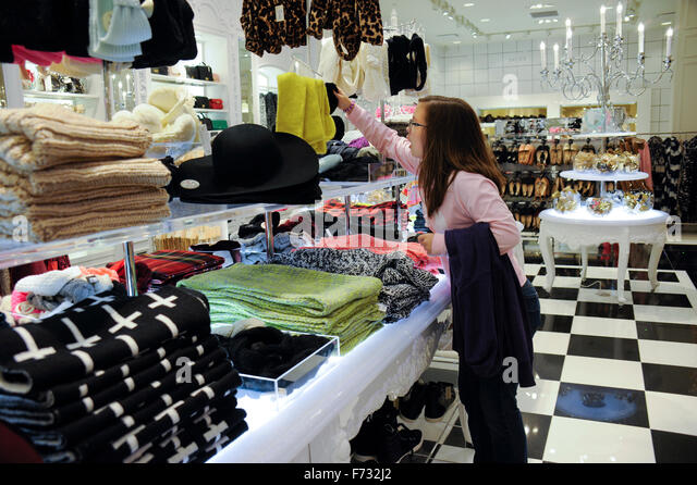 Teens mall stock photos teens mall stock images alamy for Coastland mall jewelry stores