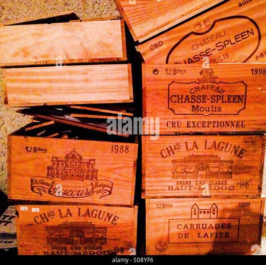 Wine boxes stock photos wine boxes stock images alamy for Empty wine crates