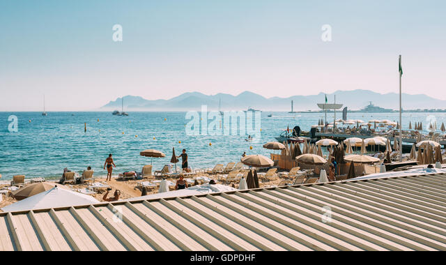 Chaise longue french stock photos chaise longue french for Beach chaise longue