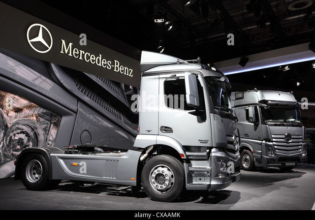 Semitrailer stock photos semitrailer stock images alamy for New mercedes benz commercial