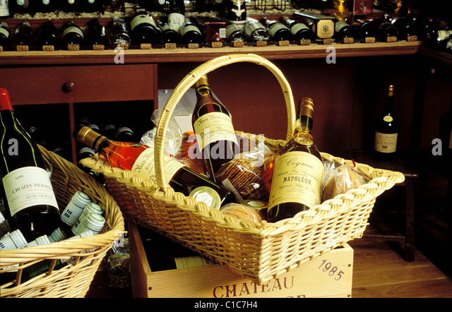 Wines And Basket Stock Photos & Wines And Basket Stock Images - Alamy