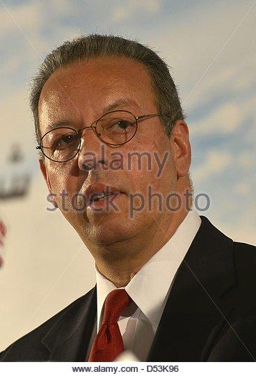 Download preview image - epa03633187-un-envoy-to-yemen-jamal-bin-omar-speaks-to-reporters-during-d53k96