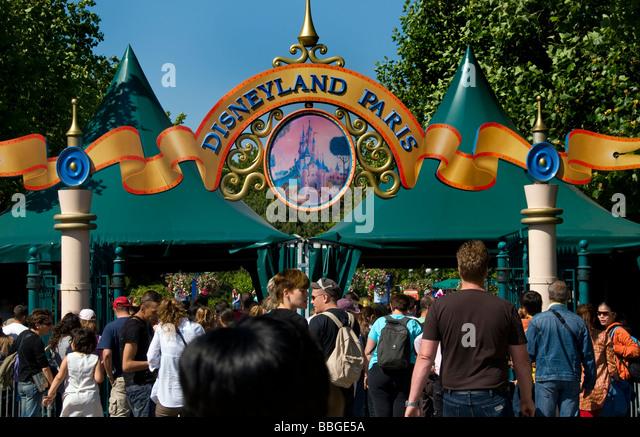 Disneyland paris entrance stock photos disneyland paris for Amusement parks in paris