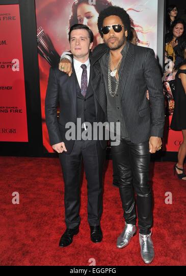 ¿Cuánto mide Josh Hutcherson? - Real height Los-angeles-ca-november-18-2013-josh-hutcherson-lenny-kravitz-right-eggpfg