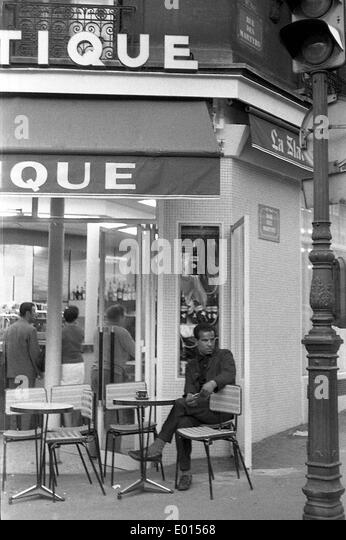 Rue des martyrs stock photos rue des martyrs stock for Miroir rue des martyrs