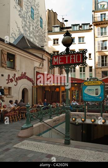 Quartier st michel stock photos quartier st michel stock images alamy - Saint michel paris metro ...
