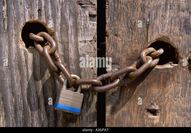 Lock and chain through wooden door - Stock Image & Locked Out Stock Photos \u0026 Locked Out Stock Images - Alamy Pezcame.Com