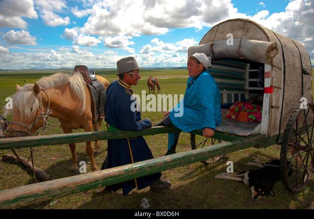 barag-mongolian-couple-chatting-old-bara