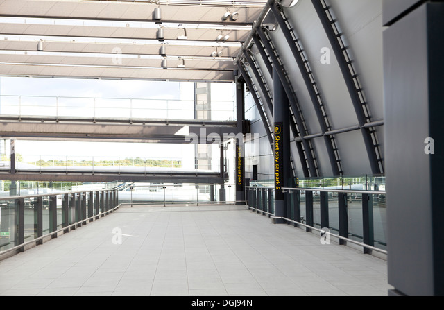Airport departures gatwick stock photos airport departures gatwick stock images alamy - Bureau de change crawley ...