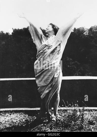 a biography of isadora duncan an american dancer Isadora duncan (may 27, 1877 – september 14, 1927) was an american dancer  she was an inspiration for modern dance duncan was born.