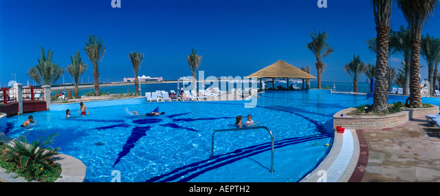 Abu dhabi uae swimming pool stock photos abu dhabi uae swimming pool stock images alamy for Swimming pool offers in abu dhabi
