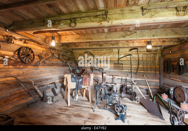 Cabin interior pioneer stock photos cabin interior for Log cabin furniture canada