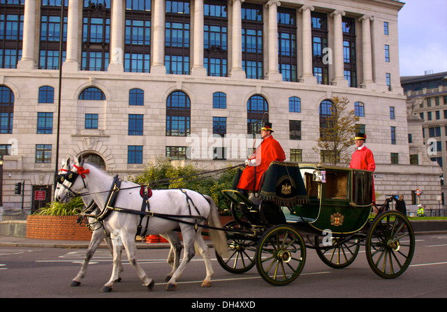 london horse and carriage stock photos london horse and carriage stock images alamy. Black Bedroom Furniture Sets. Home Design Ideas
