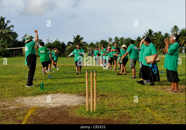 Surrey County Cricket Club take on fielding drills in Cape ...