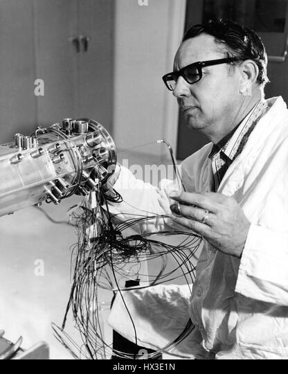 Technician At The U S Atomic Energy Commission S Hanford Engineering Development Laboratory Wires A Breeder Stock