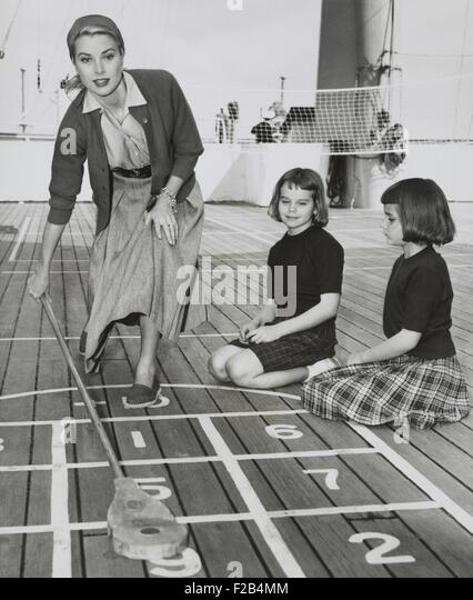 grace-kelly-by-playing-shuffleboard-on-the-deck-of-the-uss-constitution-f2b4mm.jpg