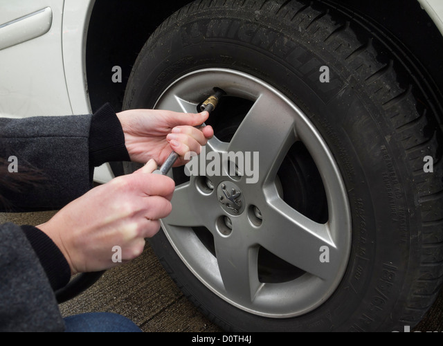 What is the correct tire pressure for a Peugeot 206?