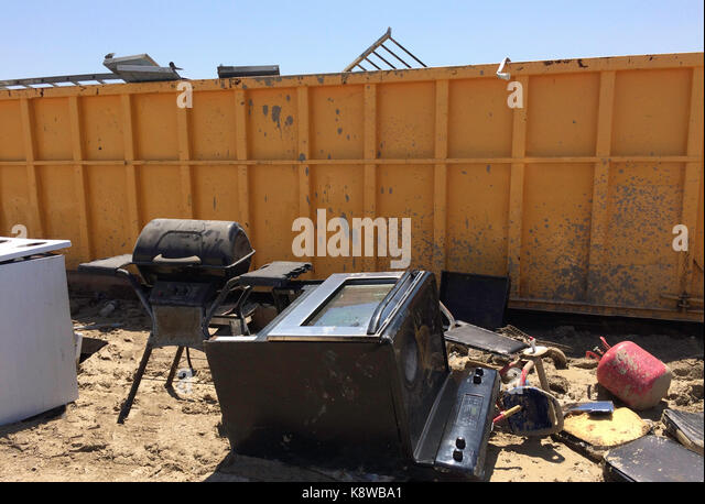 Dirt pit stock photos dirt pit stock images alamy for Deep pit bbq construction