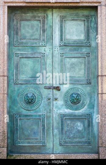 Bronze Mausoleum doors - Stock Image & Bronze Mausoleum Entrance Stock Photos \u0026 Bronze Mausoleum Entrance ... Pezcame.Com