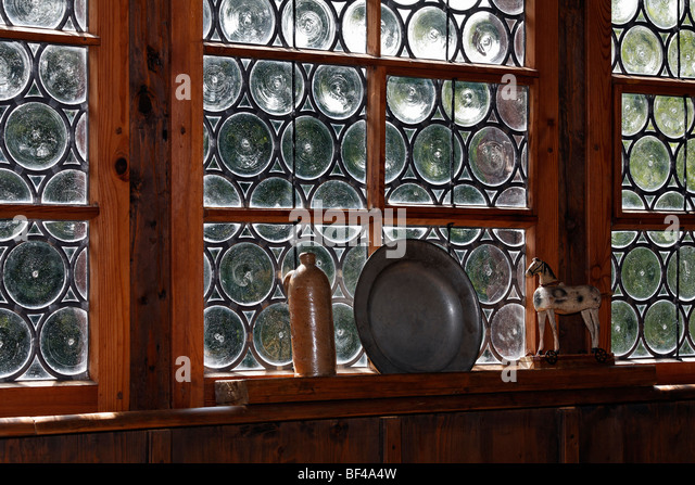 http://l7.alamy.com/zooms/514cdd7723134ac0a52e126e6346bef6/crown-glass-or-leadlight-windows-fuessinger-house-from-siebratsreute-bf4a4w.jpg