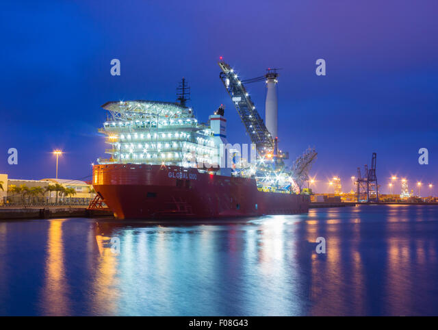 Pipelay stock photos pipelay stock images alamy - Port of las palmas gran canaria ...
