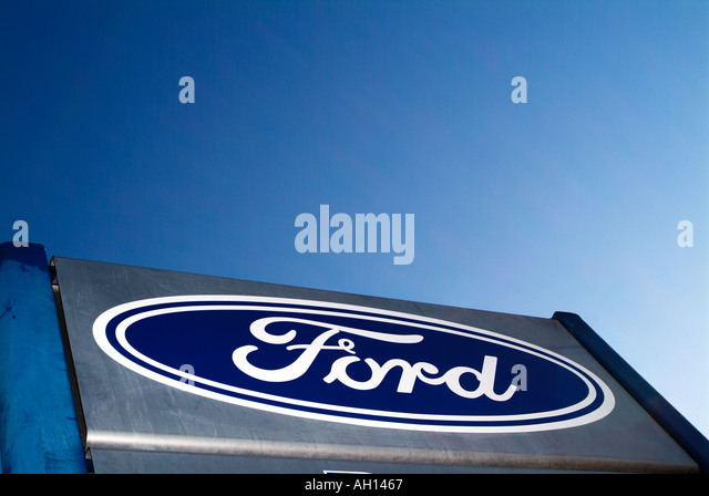 ford car badge sign at dealership ford henry ford icon logo trademark brand ford detroit formula : ford car manufacturer - markmcfarlin.com