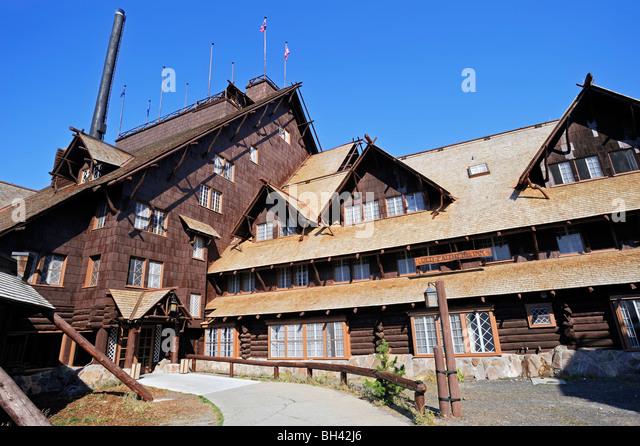 Old faithful inn stock photos old faithful inn stock for Hotels yellowstone national park
